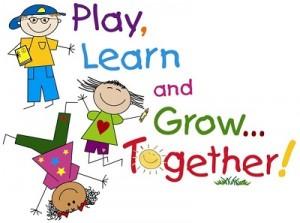 Niños contentos aprendiendo inglés